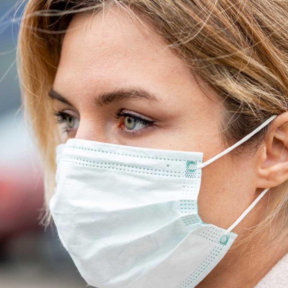 El cuidado de la piel al llevar mascarilla y como evitar el Maskné
